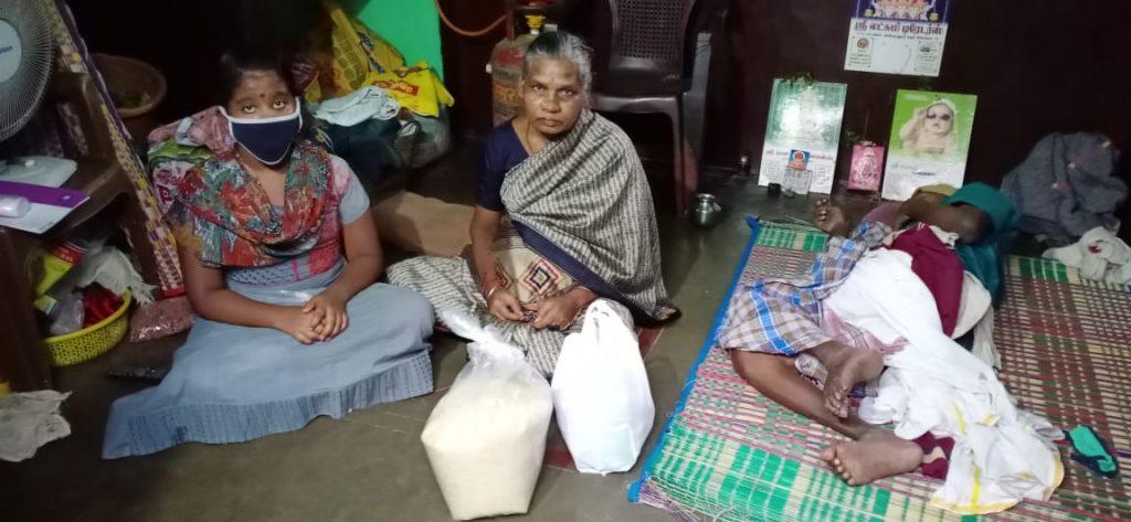 Menaka distributing rationing kits to elders in need